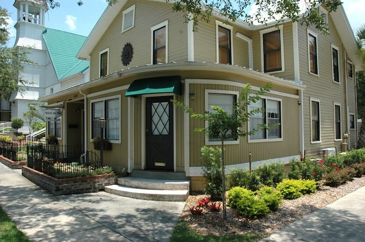 Heirloom Inn, Mount Dora Suite 1