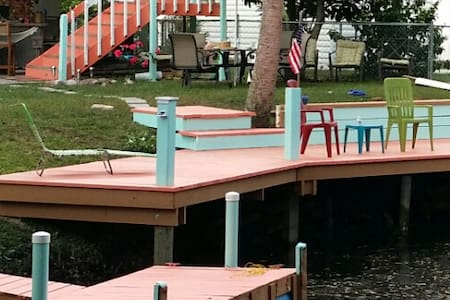 Tropical Corner Retreat on water - Weeki Wachee - Ev