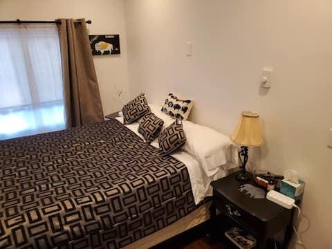 Cozy room w/ Private Bathroom, Entrance & Parking