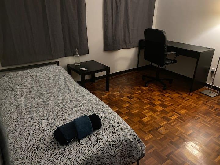 Cosy Bedroom in Bangsar Townhouse