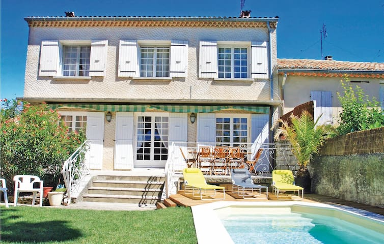 Semi-Detached with 4 bedrooms on 180m² in Tulette