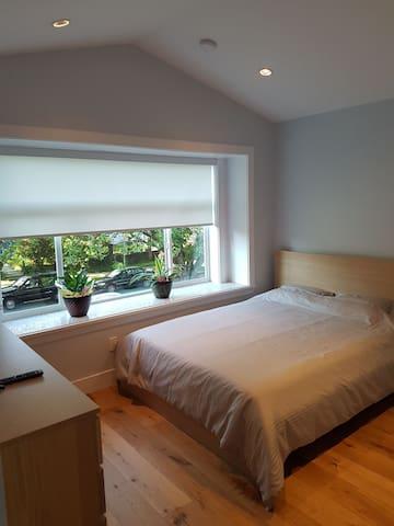 Beautiful Bedroom with Ensuite Washroom1