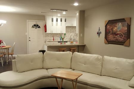 2 private bedrooms in Remodeled House - Houston - Rumah