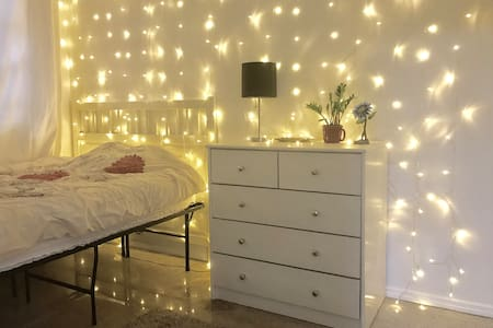 Cozy Starry Room in the Heart of Williamsburg