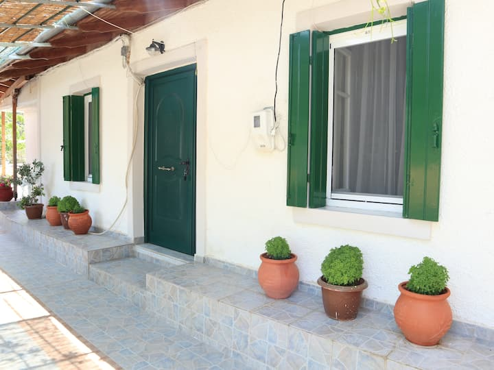 Stathis & Maria's Traditional House 2