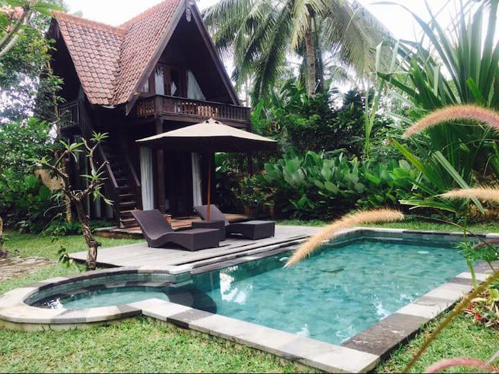 Umah d'Alas,2 bedroom wooden house with breakfast