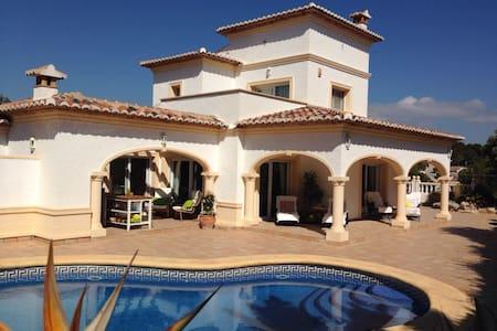 Magnificent Villa with pool - ตัวลาดา