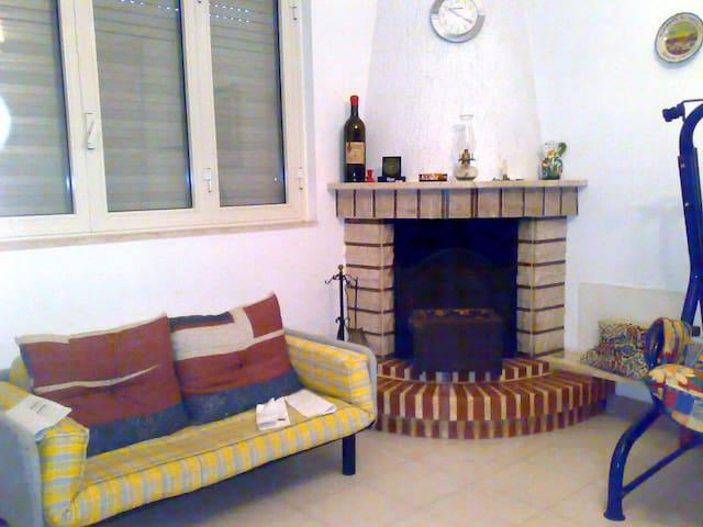 villino indipendente strategico - San Vito dei Normanni - Rumah