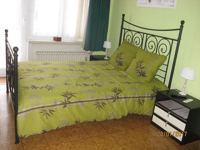 Shared room, roomy, comfortable, TV, Wifi - Oostende