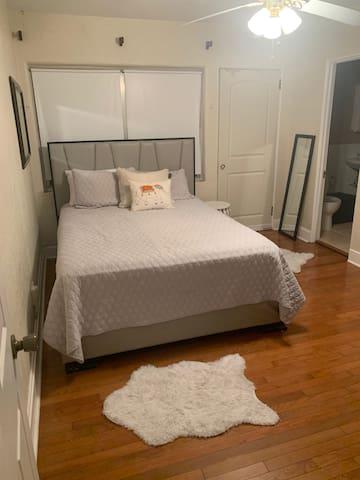 Comfy, Convenient SODO Room