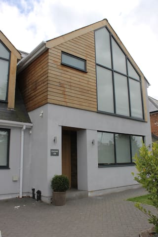 Private Room in Modern House close to Sandown