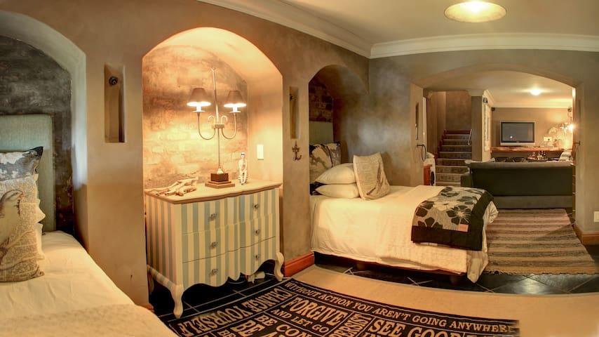 3rd bedroom: 2x 3/4 beds