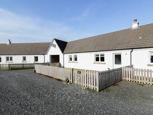 STARFISH COTTAGE, pet friendly in Salen, Isle Of Mull, Ref 938192