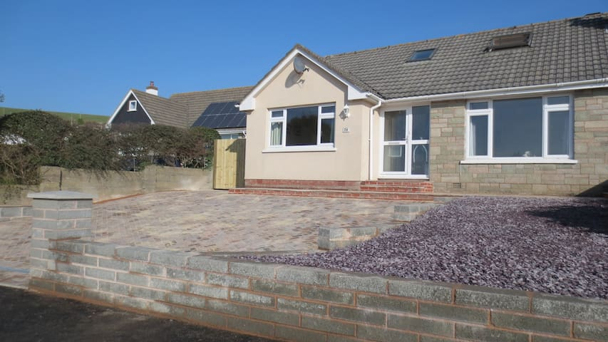 Large, beach-style family home close to beach - Braunton - Hus