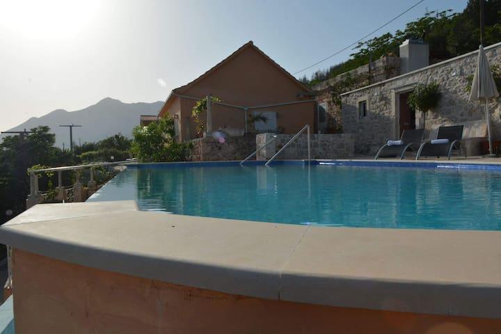 Villa with swimmingpool near Orebic