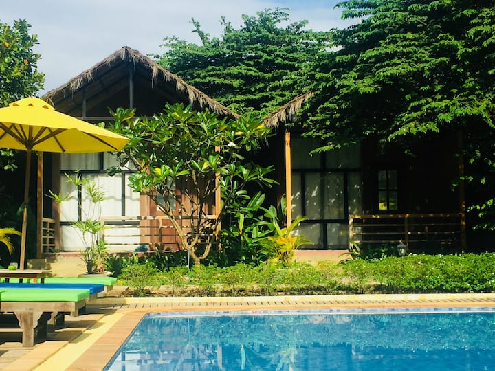 8Bungalows+private villa(include4 rooms) +Pool