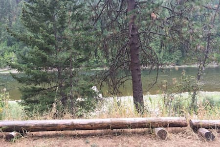 Private Cabin Overseeing Clark Fork River