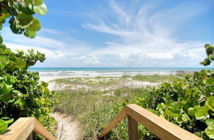 REMODELED 2 BR Oceanfront Condo 3001!