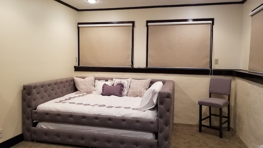 Queen sized trundle bed
