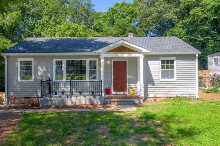 Trendy Home! Just 1 mile from Downtown ATL
