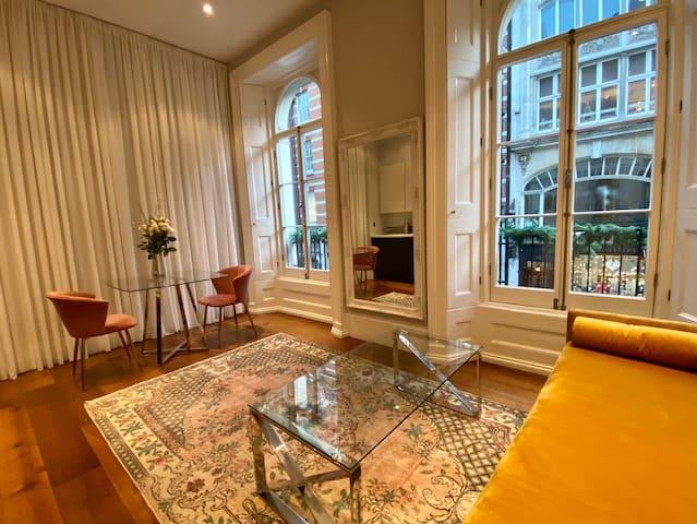 Bond Street large window apartment