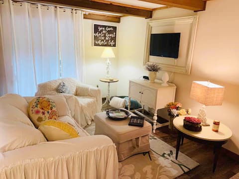 Cozy  Home Away From Home- Your escape from chaos