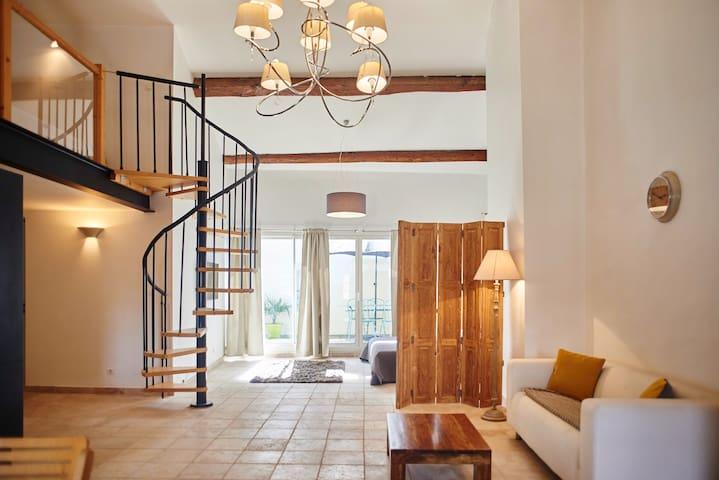 Appartement style loft dans maison bourgeoise - Nissan-lez-Enserune - Huoneisto