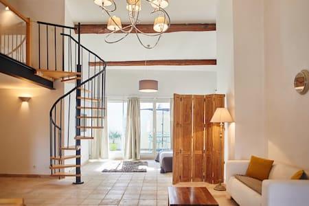 Appartement style loft dans maison bourgeoise - Nissan-lez-Enserune