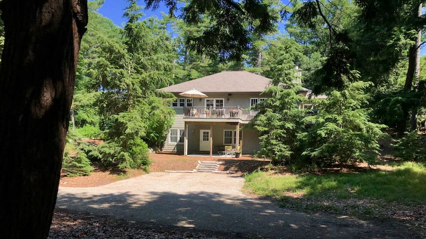Serene, Spacious and Comfortable In-Town Leland
