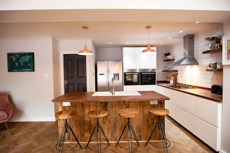 Stunning open plan house close to city centre