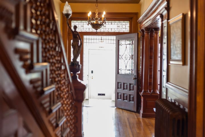 The Butchart Estate: spectacular heritage home!