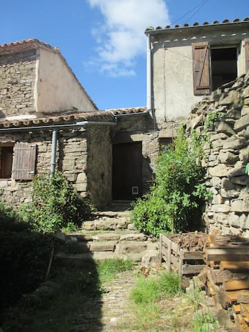 Charmante maison en pierre en Cévennes - Sumène - Huis