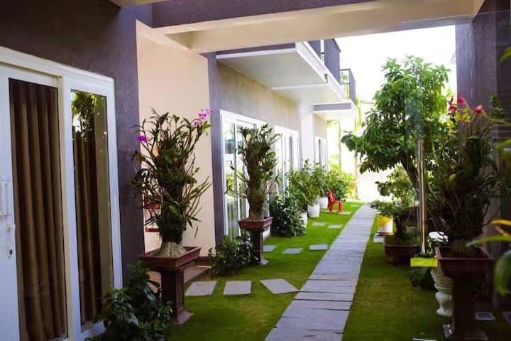 7 private bedrooms Riverside Villa w/Pool & Pickup