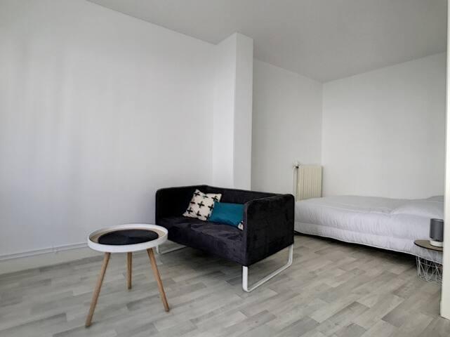 Hyper-centre La Roche-sur-Yon: Grand studio 31M2