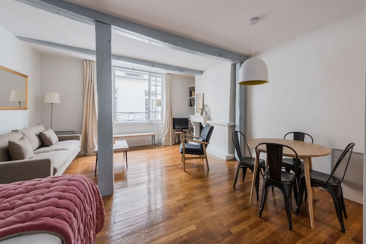 UNIQUE STUDIO IN THE HEART OF PARIS - ILE ST LOUIS