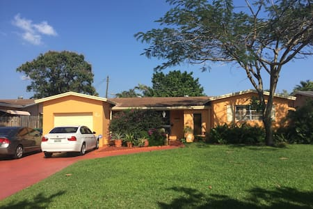 Centrally  located friendly beauty - Miramar - Casa