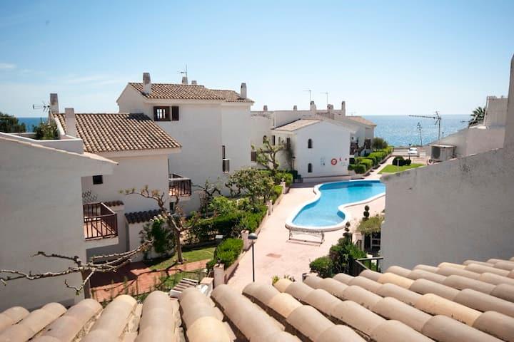 Preciosa casa mediterránea en 1ª línea de mar