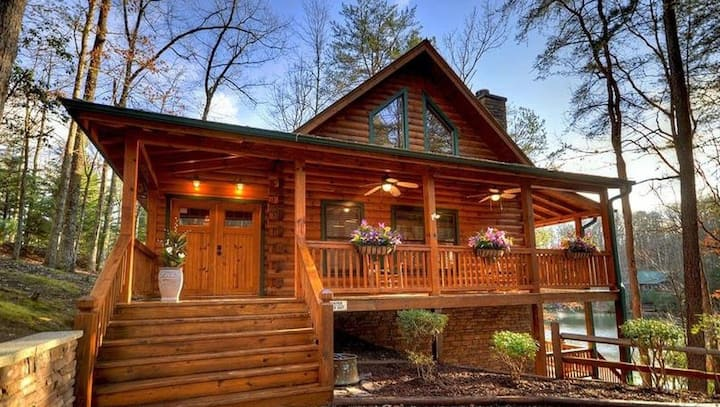 Water's Edge is a gorgeous family cabin with dock, water toys and hot tub