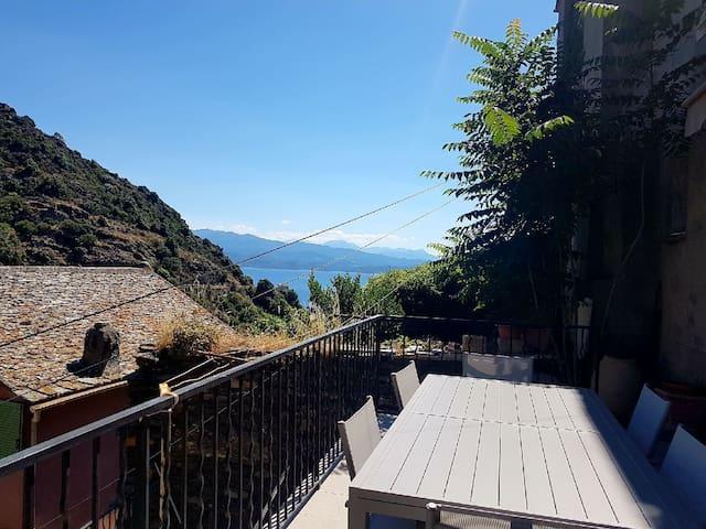 Maison village Nonza cap Corse