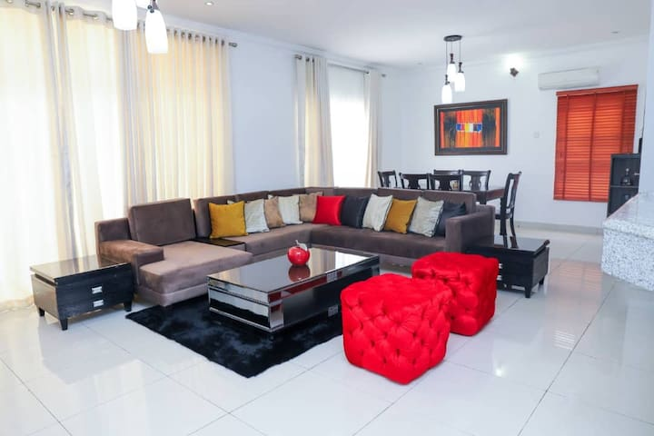 Modern 2 Bed apartment with lovely view in Chevron