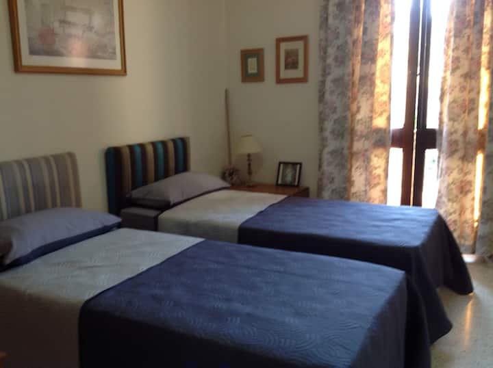 Comfy Twin Bedded Room in Saint Julians