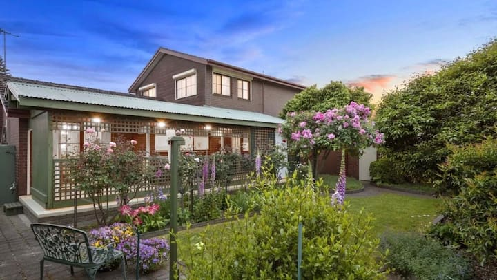 Glen Waverley  Rose Villa 安静便利的玫瑰屋