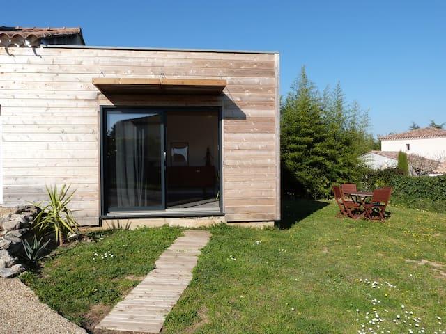 Petit cottage en bois à Uzès avec accès piscine - Uzès - Γήινο σπίτι