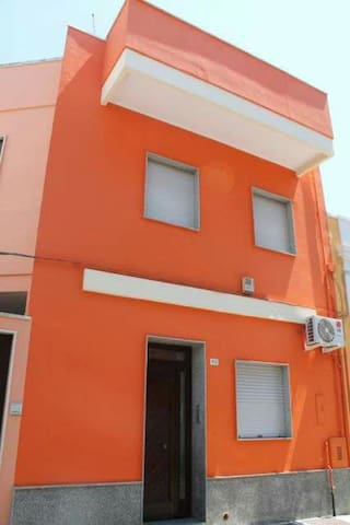 Accogliente Orange House - Arnesano - บ้าน