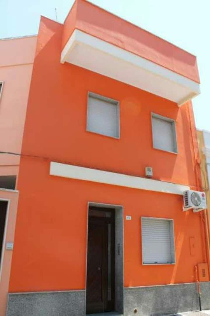 Accogliente Orange House