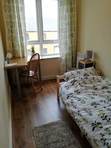 Cosy single room near the city centre