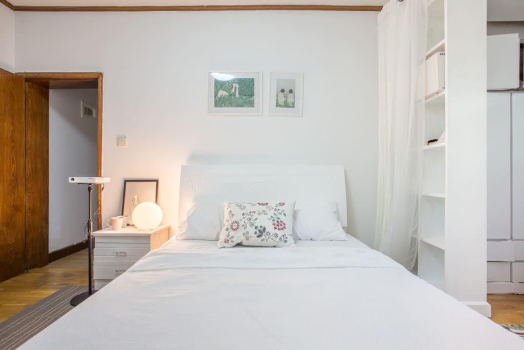 梧桐和西瓜:位于夫子庙景区,地铁口,温馨舒适智能投影房间。