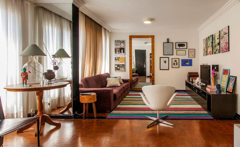Apartamento amplo em Perdizes