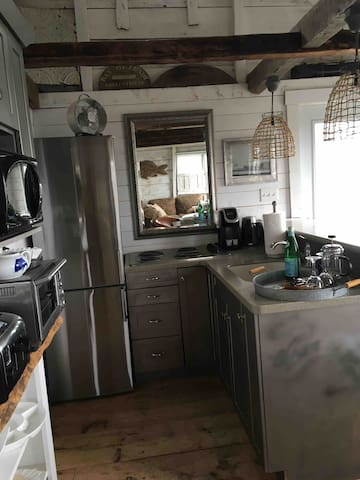 """Kitchen area: everything you need to cook. Fridge, cook top, Breville oven, microwave, toaster, dishes, etc... Enjoy the """"highest tides in the world"""" as you have your breakfast."""