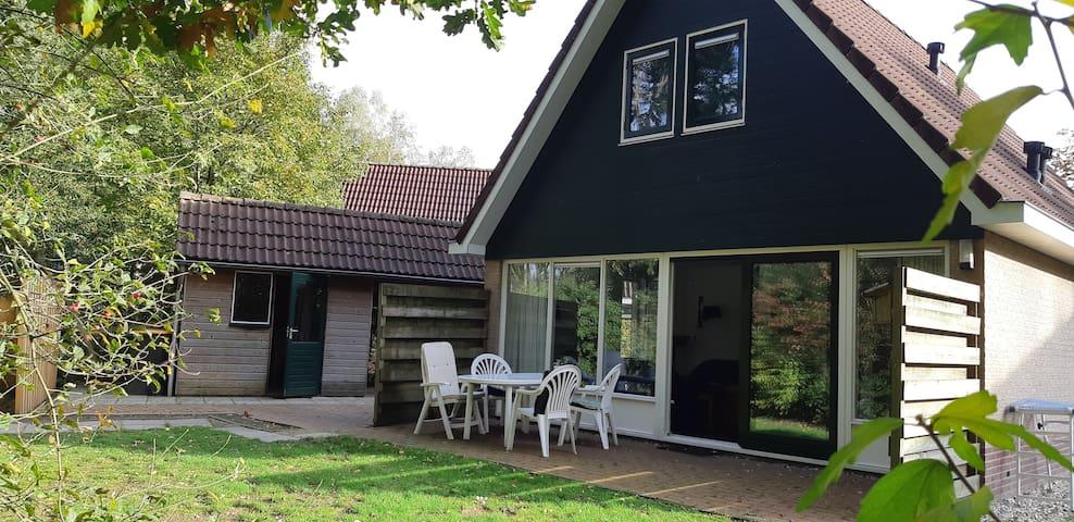 Luxe bungalow aan bosrand gelegen. Simmelink
